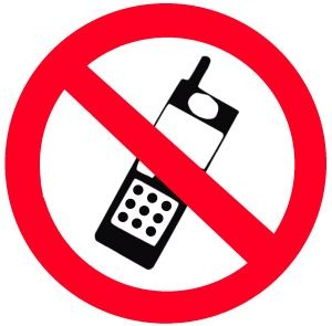 cell phone ban Should you ask your customers to give up their smartphones when coming in for a meal.