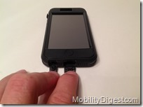 Case-Mate TOUGH XTREME iPhone 5 bottom open